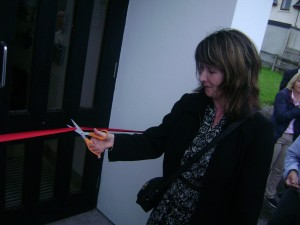 Martina cutting ribbon of Kerry DSR Office